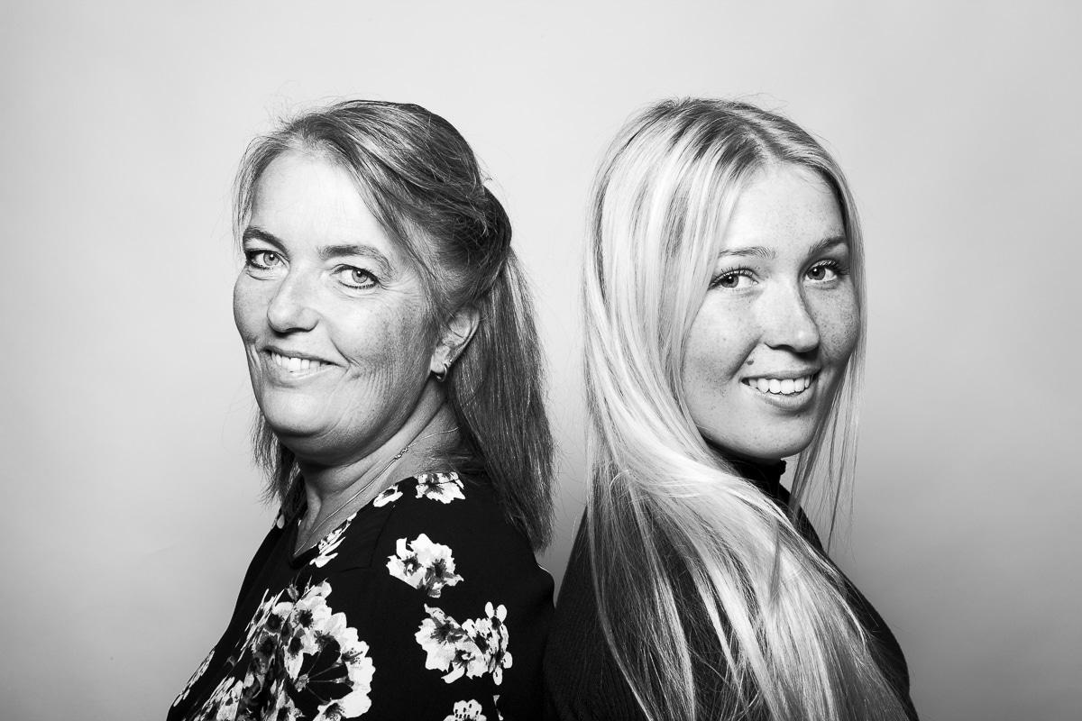 Zwart-wit Studioportret Sanne en Annelies