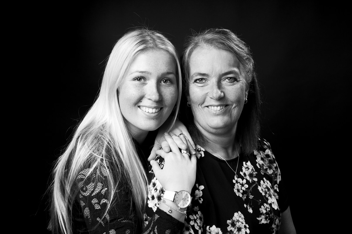Sanne en Annelies photoshoot in zwart-wit