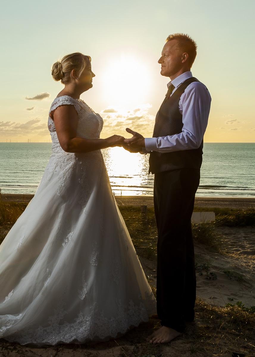 Bruidsfoto's van Mela en Joerg in Egmond aan Zee