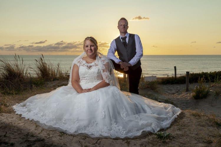 Bruidsreportage van Mela en Joerg in de duinen door Remora producties Fotostudio Egmond aan den Hoef