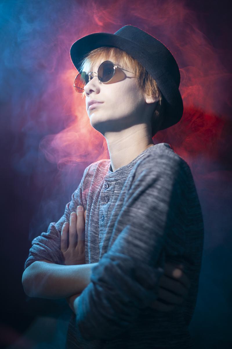 Wesley portretfoto met rook in kleur