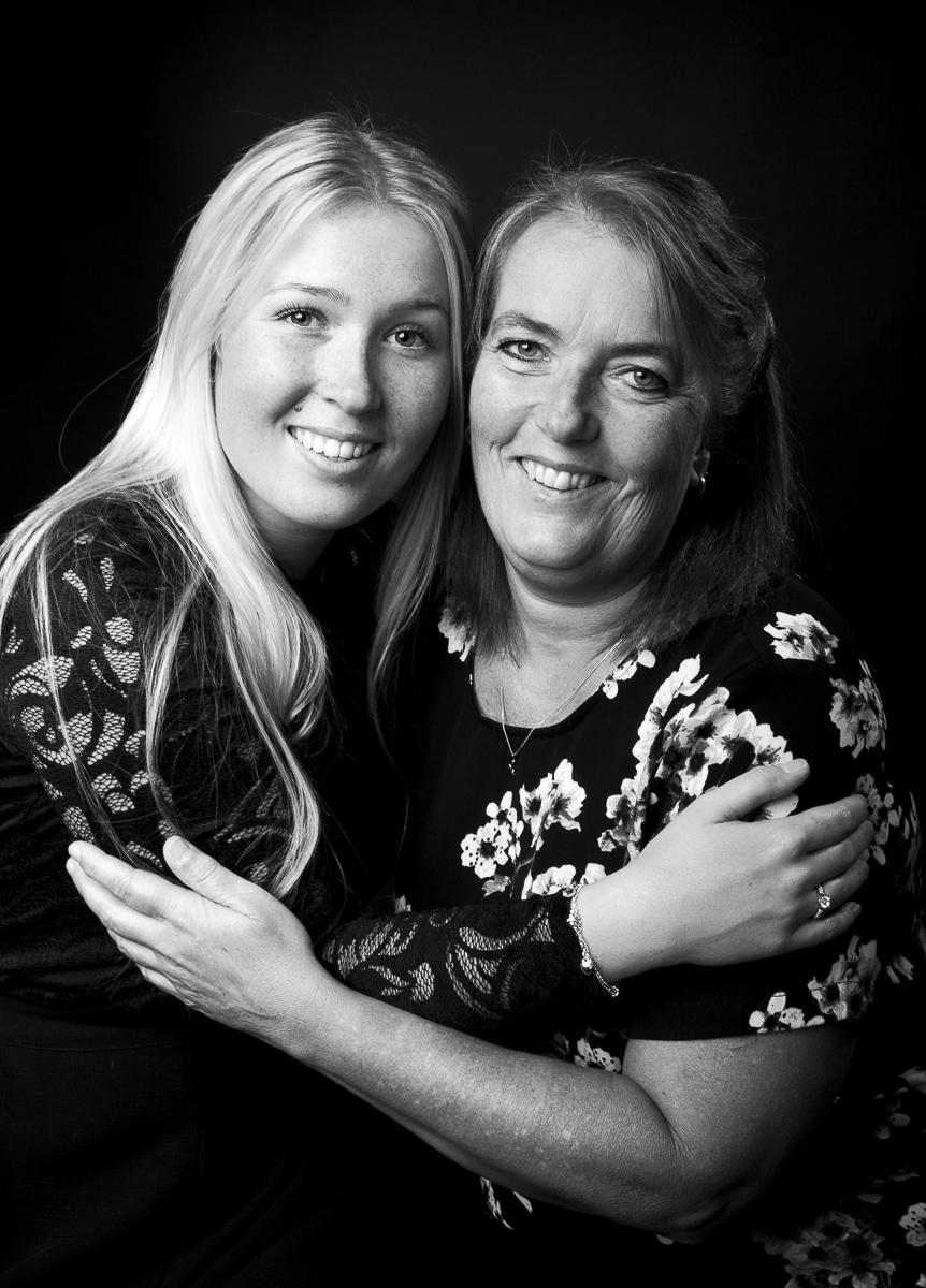 Zwart-wit moeder en dochter photoshoot
