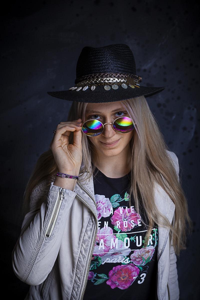 Portret Romy met zonnebril