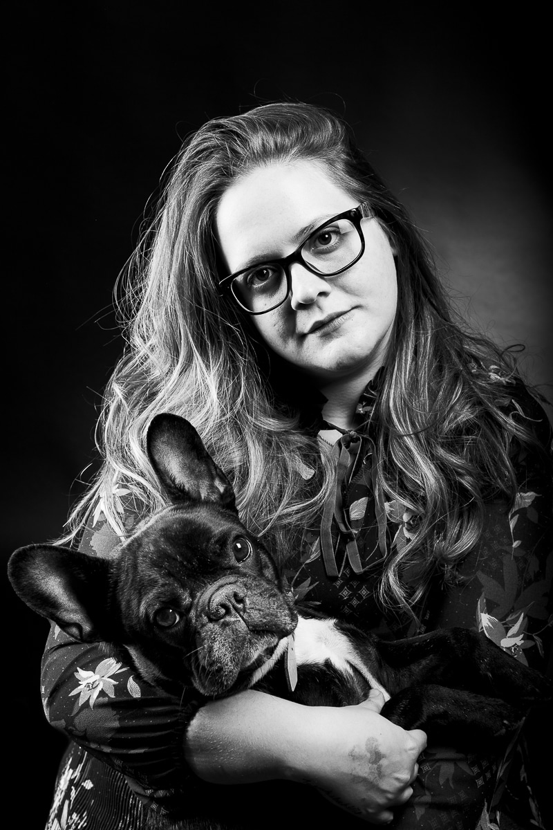 Erika en Bully pets photoshoot in black and white