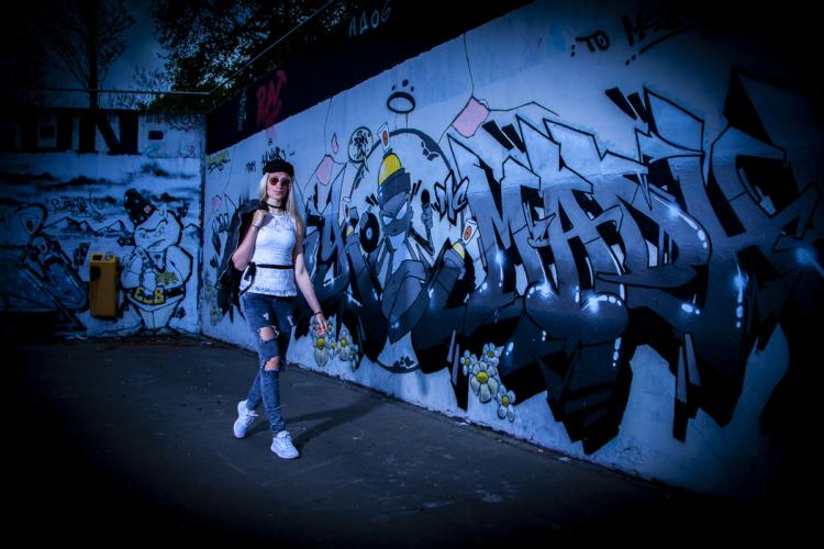 Romy fotomodel graffiti-catwalk Heerhugowaard Skatepark