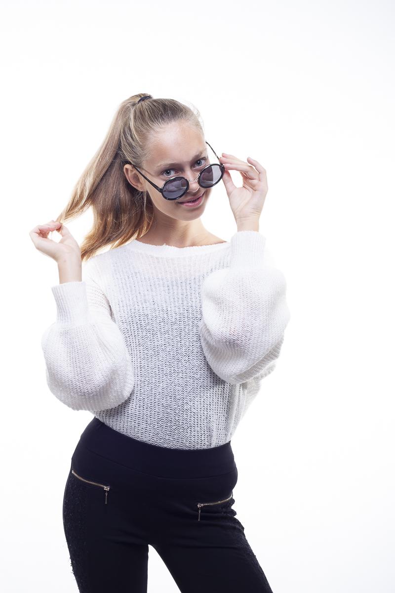 Yasmin Portfolio Photoshoot WDO met zonnebril