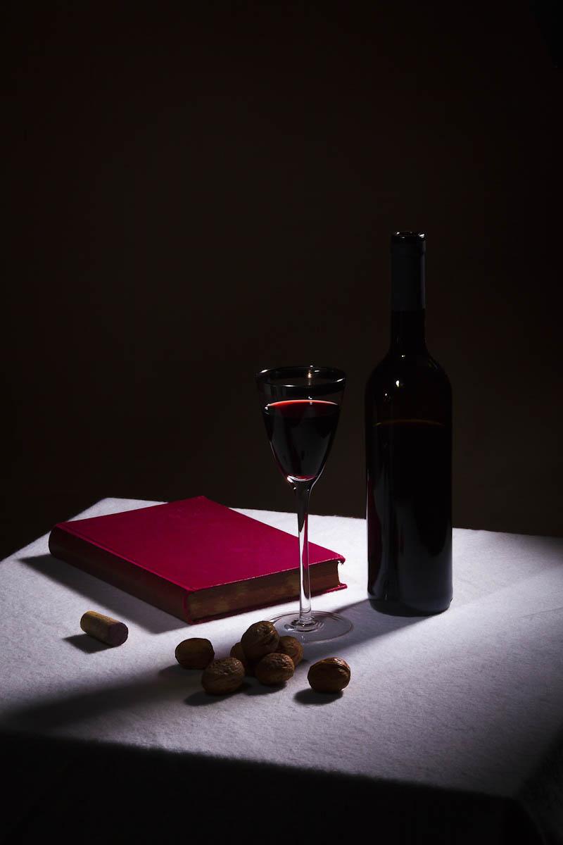 Stilleven met Rode Wijn en Boek
