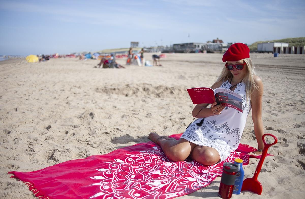 Magazine 'De Trechter' Zomereditie 2019 leest lekker op het strand Hoofdfoto