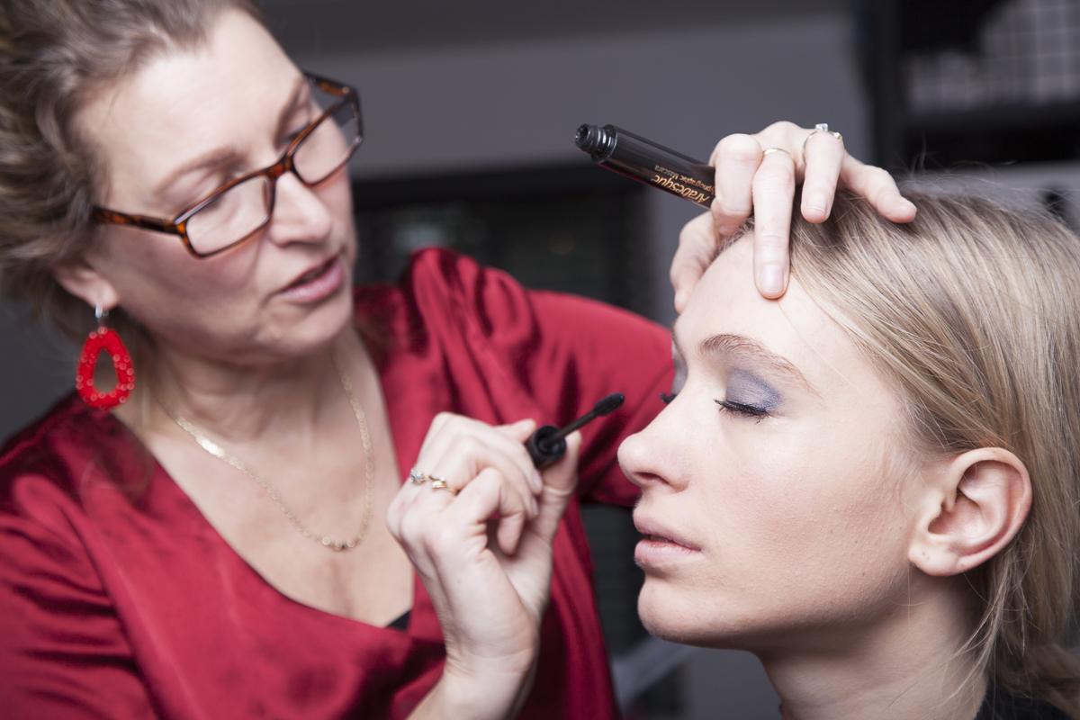 'Waarom is visagie zo belangrijk bij een photoshoot? Ik draag nooit make-up, is dat wel nodig?' Hoofdfoto